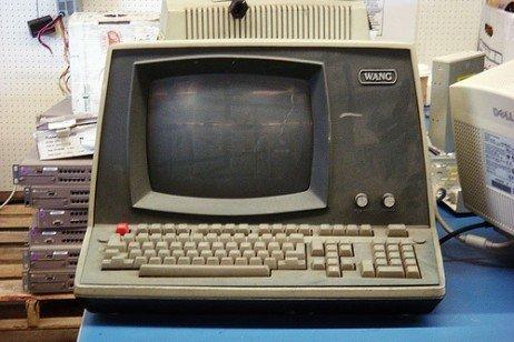 Resultado de imagem para computadores muito antigos